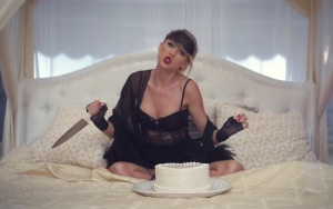 taylor-swift-black-space-knife